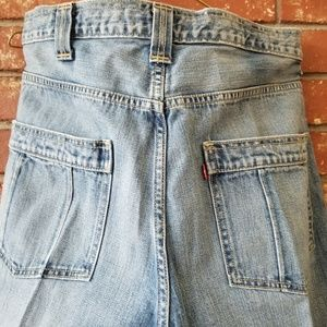 Levis Movin On